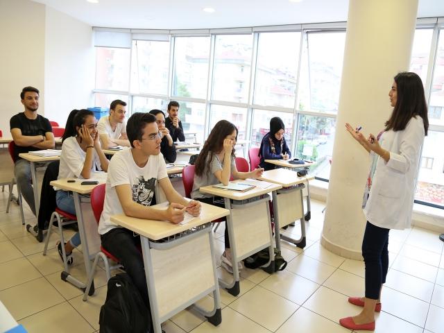 Ataşehir Belediyesi Kursları ile 220 Öğrenci Üniversiteli Oldu