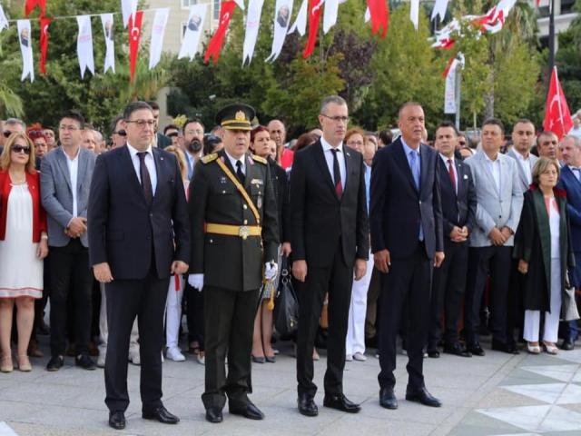 Ataşehirliler, 30 Ağustos Zafer Bayramı'nda Cumhuriyet Meydanında Buluştu