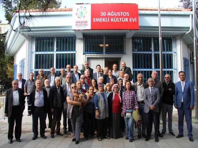 Ataşehir 30 Ağustos Emekli Kültür Evi'nde vatandaşların talepleri dinlendi