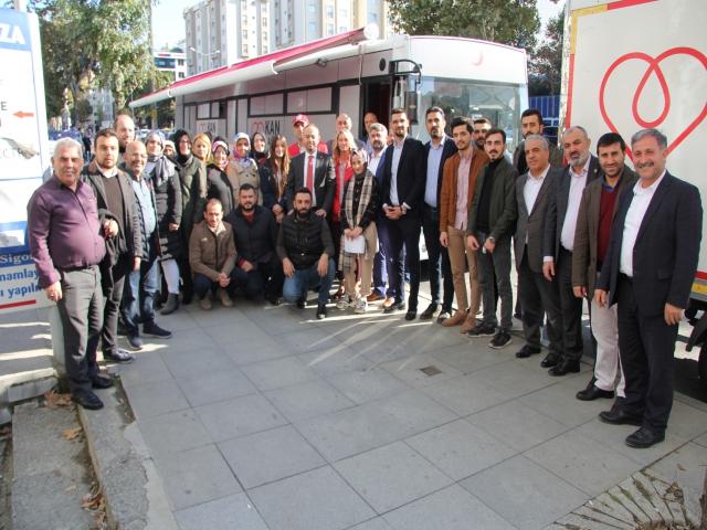 AK Parti Ataşehir'den Kan Bağışı Kampanyası'na yoğun katılım