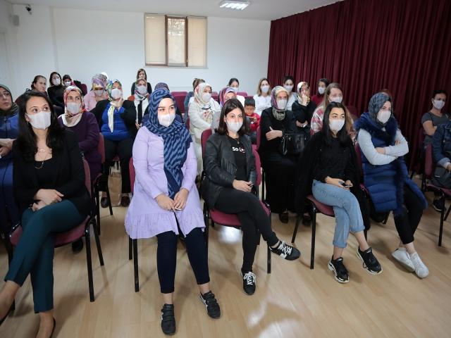 Lösemiye farkındalık için maske taktılar