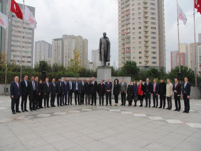 Ataşehir'de öğretmenler günü çelenk töreni ile başladı