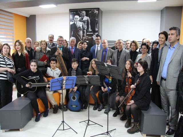 İhsan Kurşunoğlu Ortaokulu'nda Müzik Sınıfı Açıldı