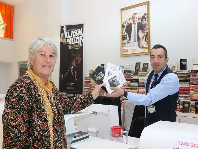 Ataşehirlilerin kitapları bilet oldu! Toplanan kitaplar okullara bağışlanacak
