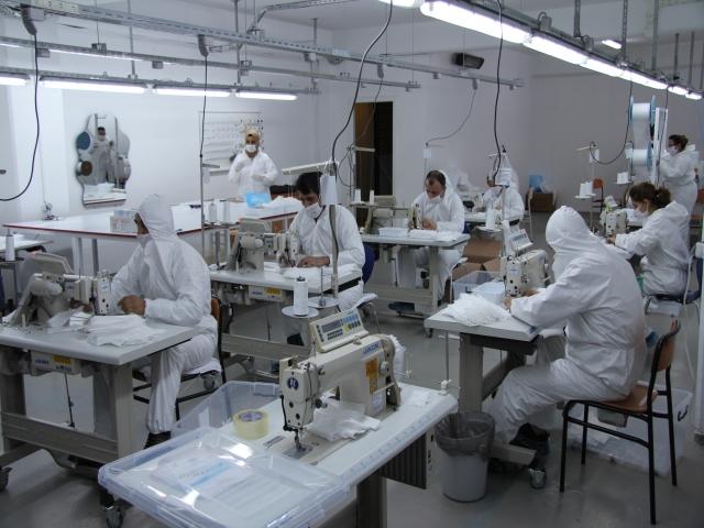 Ataşehirli öğretmenler koronavirüsle mücadele kapsamında günlük 3500 maske üretiyor