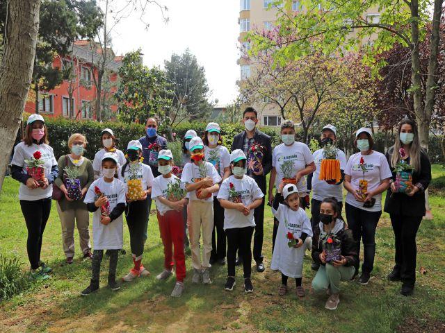 Ataşehir'li Çocuklar 'Çöpler Çiçek Olsun' Dediler