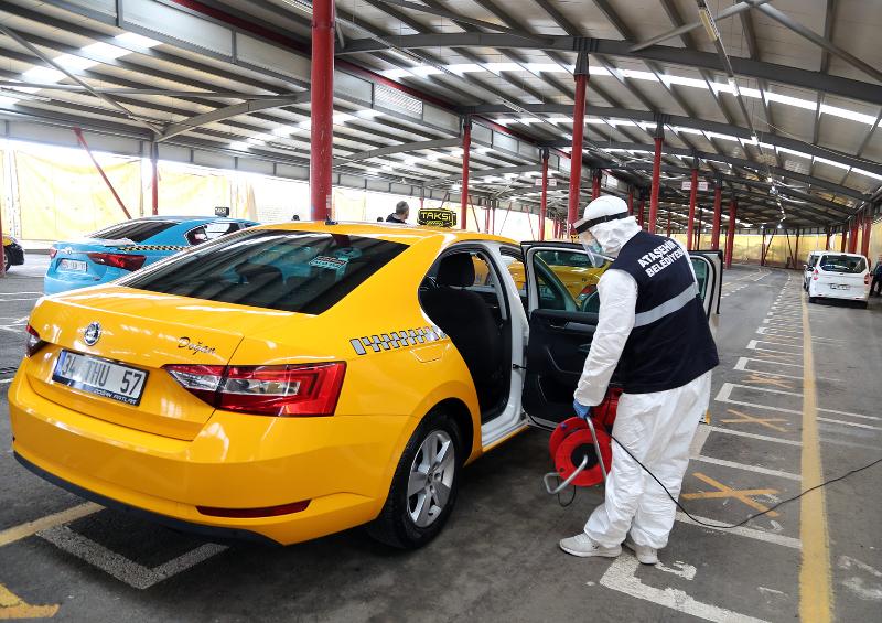 Ataşehir'de Taksi ve Minibüsler Dezenfekte Ediliyor