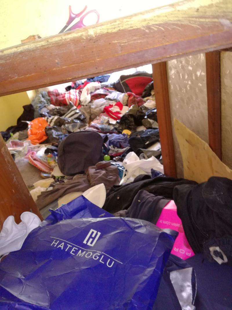 Ataşehir'de bir evde 10 kamyon çöp çıktı