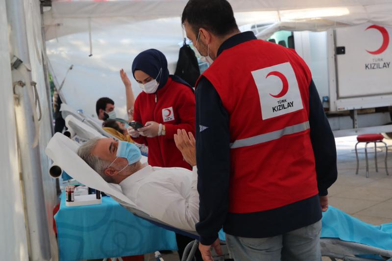 AK Parti İstanbul İl Başkanı Osman Nuri Kabaktepe Ataşehir'de Kan Bağışı Etkinliğine Katıldı