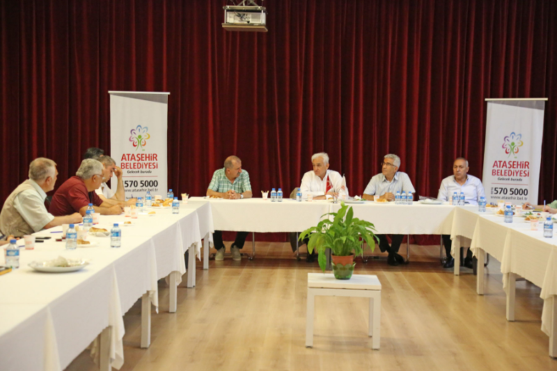 Ataşehir'in sorunları mahalle muhtarları toplantısında masaya yatırılıyor