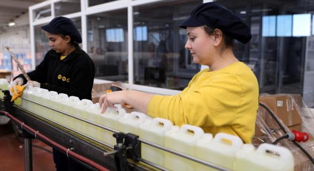Kolonya üreticileri gece gündüz çalışarak talebi karşılamaya çalışıyor