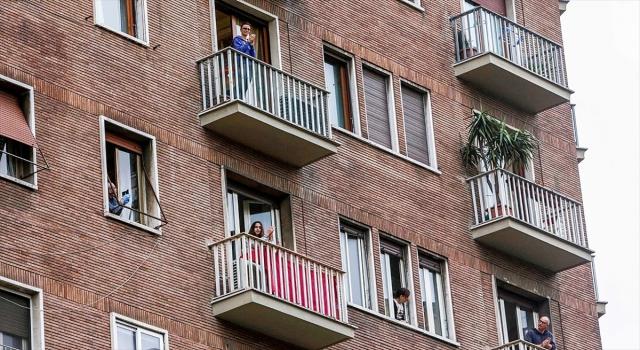 Avrupalılar Kovid19 nedeniyle ilk kez zorunlu evlerine kapanıyor