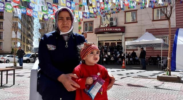 Diyarbakır annelerinden Demir: Kızım annen 200 gündür burada seni bekliyor