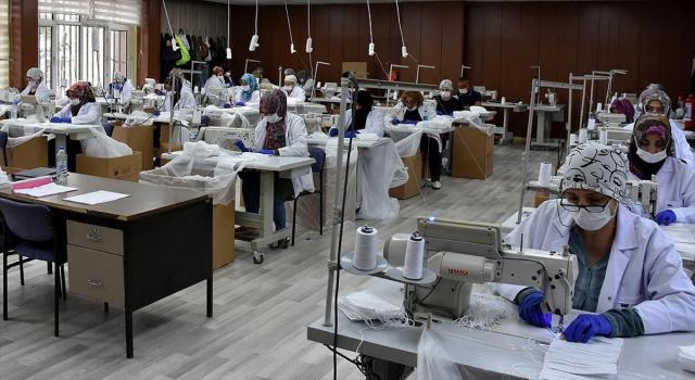 Bu tesiste günlük 2,5 milyon maske üretiliyor