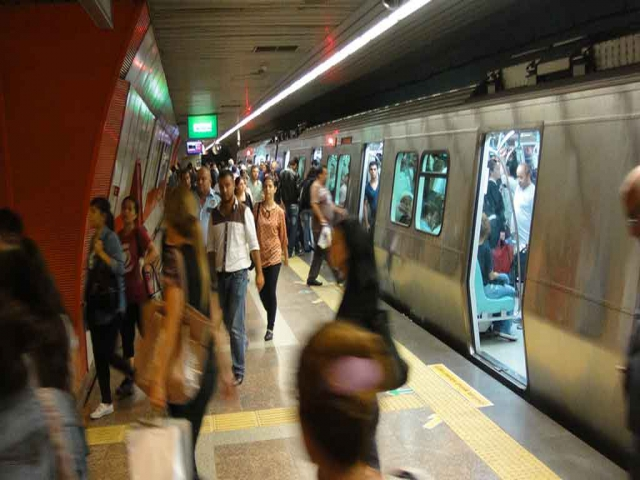 Ataşehir sınırından geçen metro hatları artık geceleride hizmet verecek!