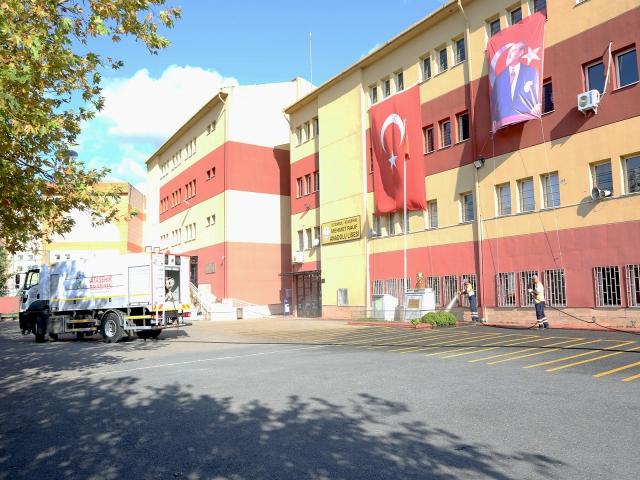 Ataşehir'de okullarda yeni dönem öncesi temizlik