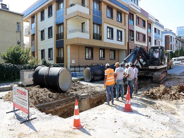 Ataşehir'de Yağmursuyu Alt Yapı Çalışmaları Devam Ediyor