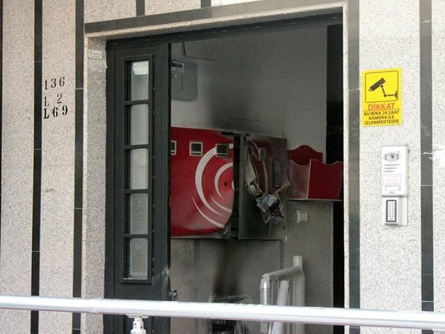 İçerenköy'de iş merkezinde yangın çıktı