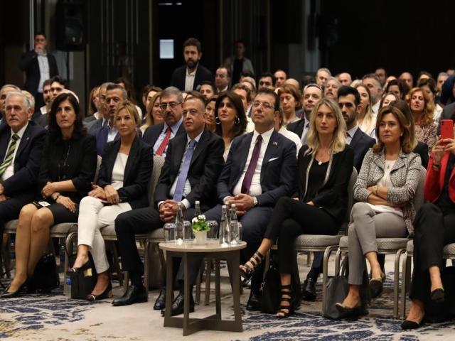 İmamoğlu, 150 Mahalleye 150 Kreş Projesini Ataşehir'de tanıttı