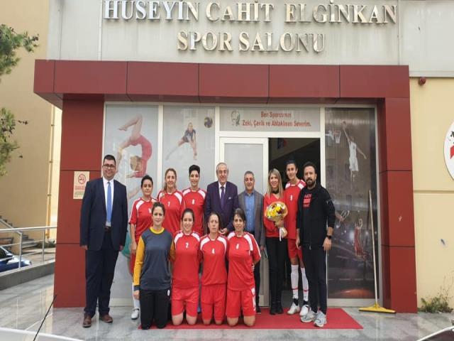 Ataşehir Kadın Öğretmenler Futsal Takımı İstanbul Birincisi Oldu