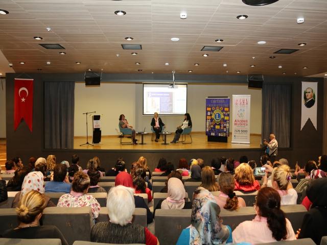 Ataşehir'de Meme Kanserinde Erken Teşhisin Önemi Konuşuldu