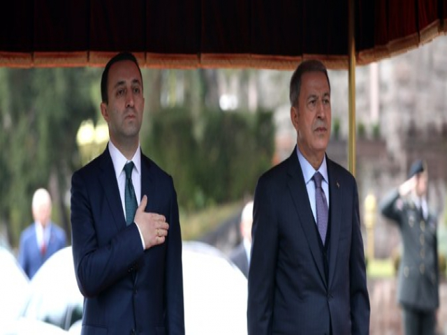 Bakan Akar, Gürcistan Savunma Bakanı Garibashvili İle Bir Araya Geldi