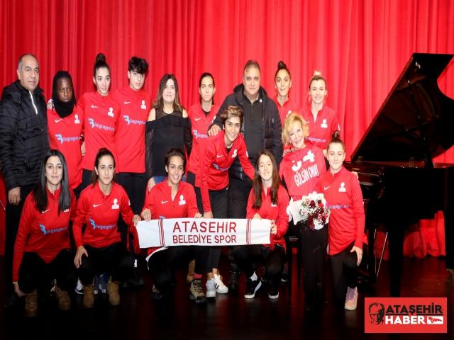 Gülsin Onay'dan Ataşehirlilere Piyano Resitali