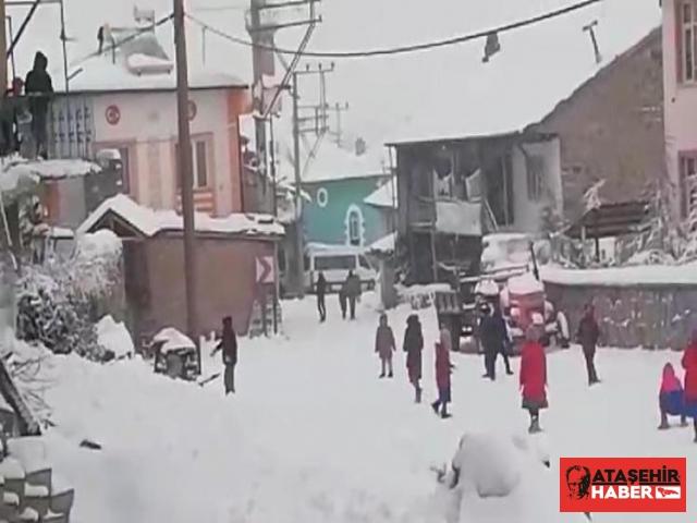 Şuhut'ta Köy Okulundaki Öğrencilerin Kar Sevinci