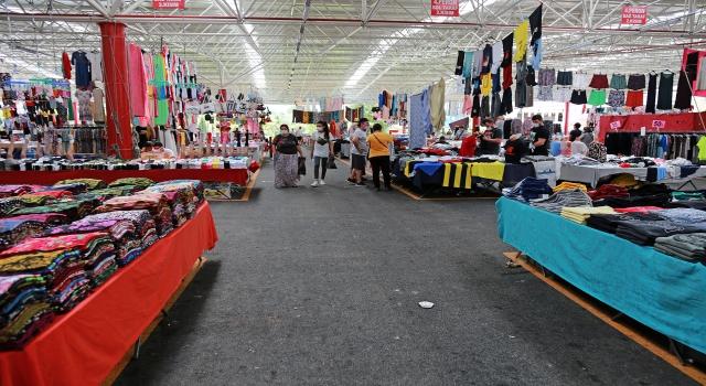 Ataşehir'in kapalı pazarları vatandaşların yoğun ilgisini görüyor