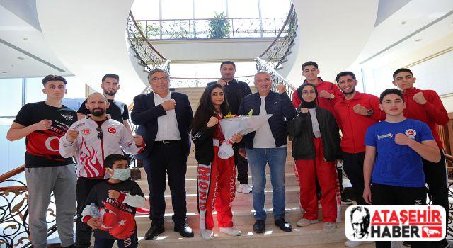 Kick Boks Takımı Türkiye Şampiyonası Öncesi'nde Başkan İlgezdi'yi Ziyaret Etti!