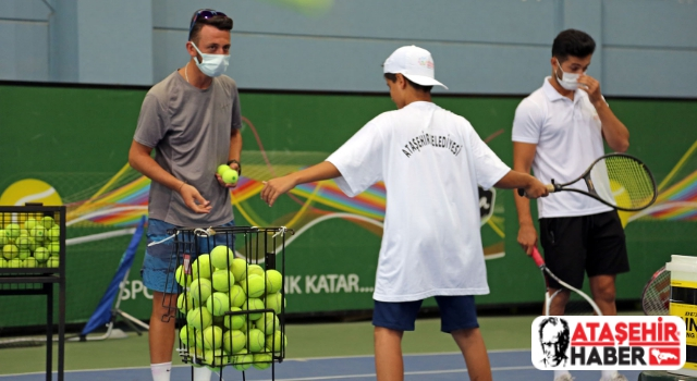 Ataşehir Belediyesi, Ataşehir'de yaşayan çocukları tenis sporuyla tanıştırdı.