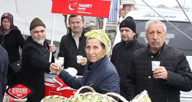 Saadet Partisi Ataşehir, Pazar'da Sıcak Çorba Dağıttı