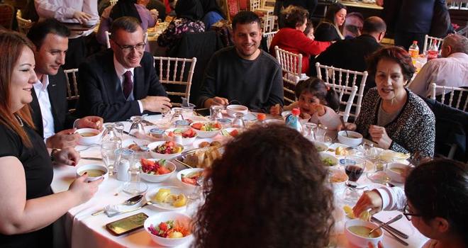 Şehit ve Gazi Aileleri Kaymakamlığın protokolsüz yemeğinde buluştu