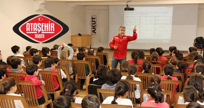 Ataşehir'deki okullarda öğrencilere deprem bilinçlendirme eğitimleri veriyor