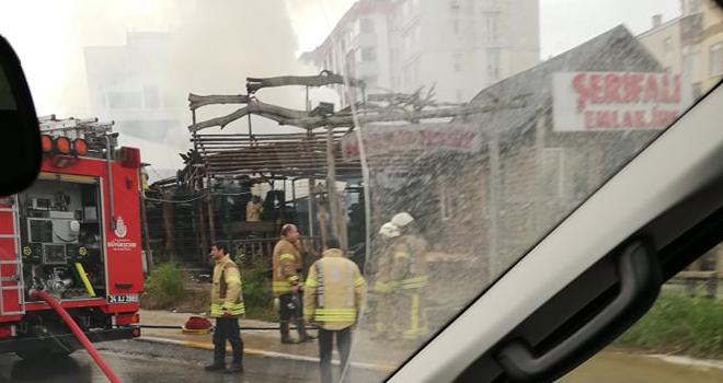 Yenişehir mahallesi ağaç ürünleri satan işyeri yandı