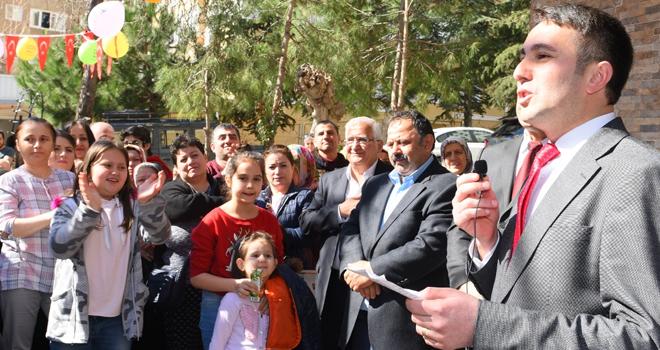 İçerenköy'ün Genç Muhtar Adayı Sinan İsabetli'nin buluşmasına yoğun katılım