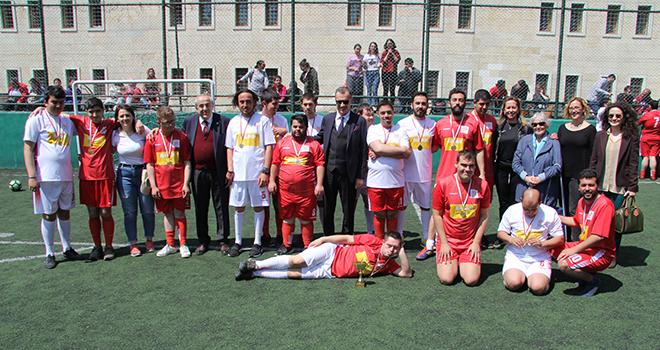 Hayata Merhaba öğrencileri Yeditepe'de Doyasıya Eğlendi
