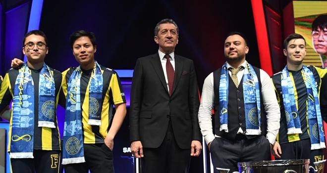 Bakan Selçuk, Ataşehir'de eSpor Final Törenine Katıldı