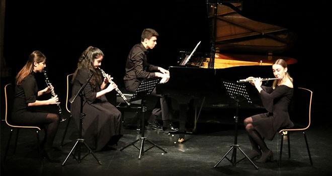 Ataşehir Belediyesi 3. Klasik Müzik Festivali'nde Öğrenci Performansları Tam Not Aldı