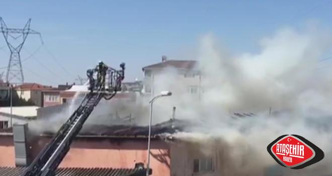 Ferhatpaşa Mobilya Atölyesi'nin Çatısı Yandı