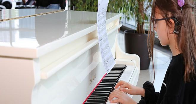 Zeynep Su Hayalindeki Pianoya Kavuştu