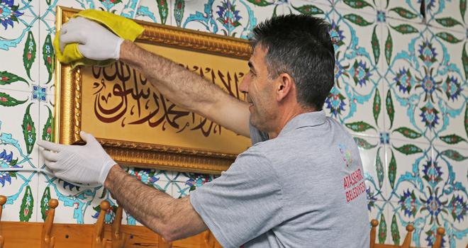 Ataşehir'in Camilerine Ramazan Temizliği