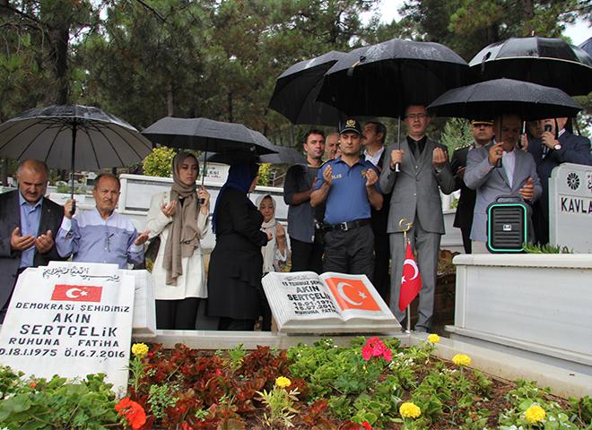 Ataşehirli 15 Temmuz Demokrasi Şehidi Akın Sertçelik Kabri Başında Anıldı